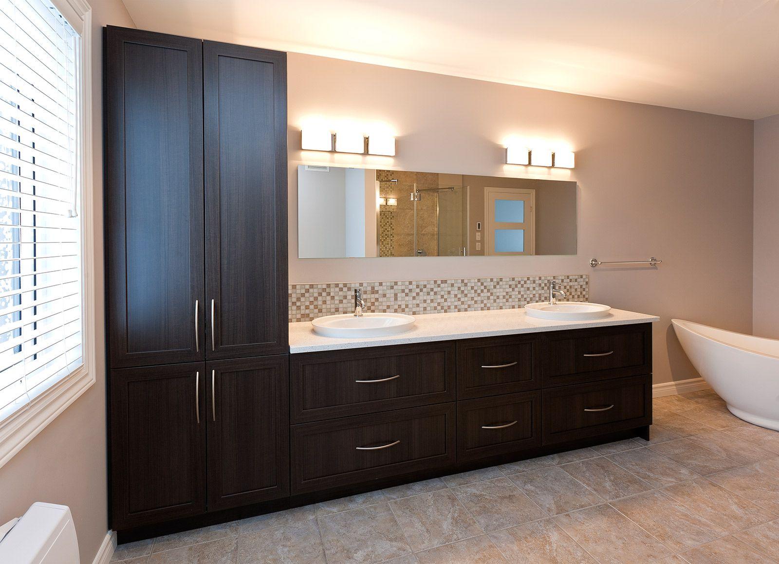 Salle de bains contemporaine griffe cuisine for Odeur canalisation salle de bain