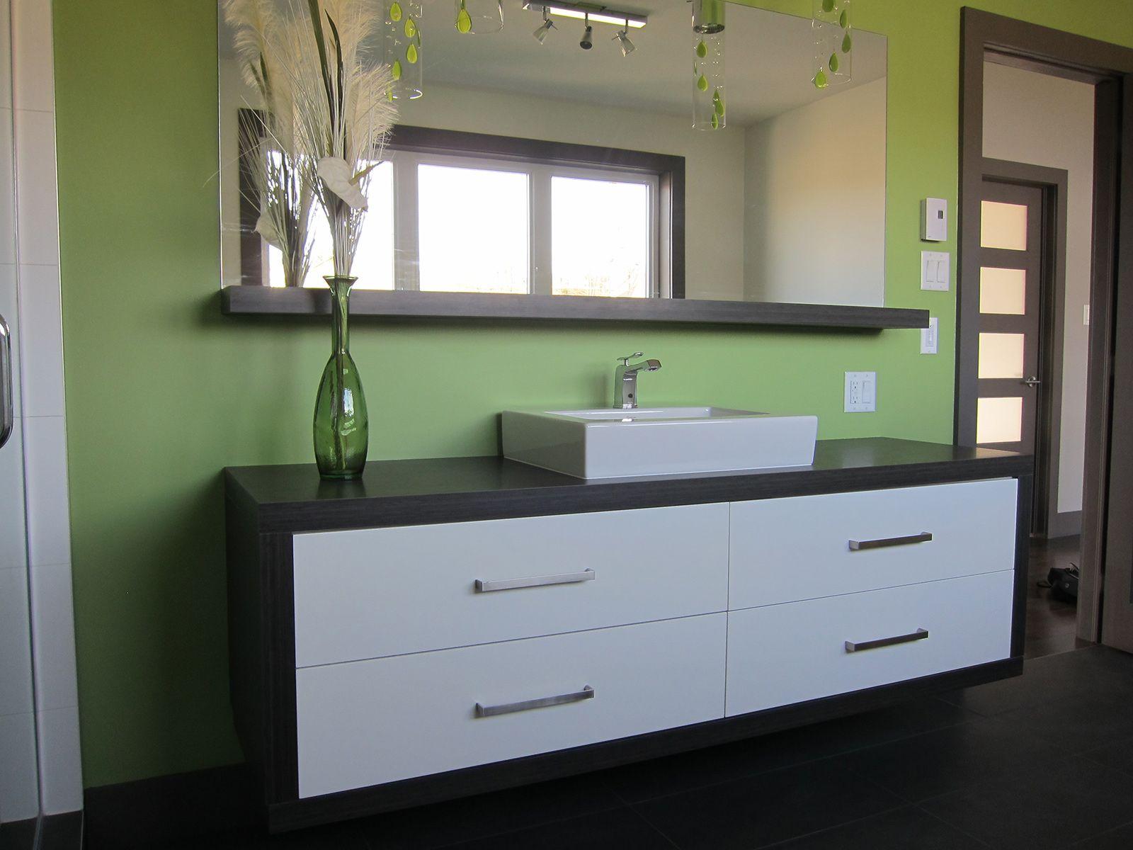 Salle de bains contemporaine griffe cuisine for Stratifie hydrofuge salle de bain